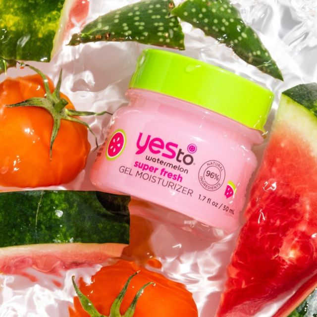 Wake up to juicy, refreshed, glowing skin with the help of our Watermelon Gel Moisturiser 🍉   A sweet smelling, lightweight gel formular designed to brighten, hydrate & soften the skin.   Available at @asos 💖  #iwokeuplikethis #feelingfresh #yesto #skincare #watermelon #skincareproducts #vegan #crueltyfree #moisturizer #vitaminc