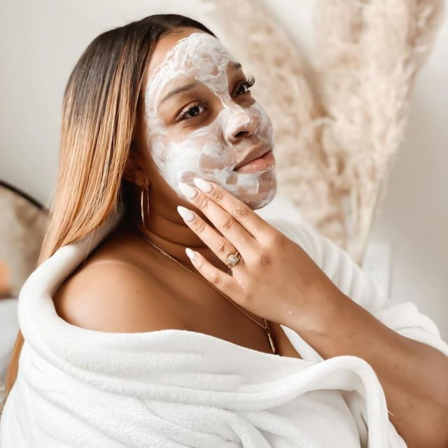 """""""Invest in your skin. It's going to represent you for a long time.""""💚  The beautiful @theboldmom using our new #YesTo Avocado Fragrance-Free Cream Mask to keep her skin hydrated, nourished & silky soft😍  Doesn't this look like a perfect Friday night in?  #selfcare #skincare #loveyourskin #crueltyfree #fragrancefree #skincareproducts"""