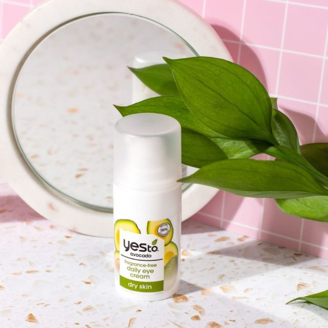 Smooth fine lines with avocado oil, hyaluronic acid & hydrating butters🥑   Comment a 💚 below if you're a fan of avocado!   #yesto #natura #vegan #crueltyfree #skincare #skincareproducts #skincarelover